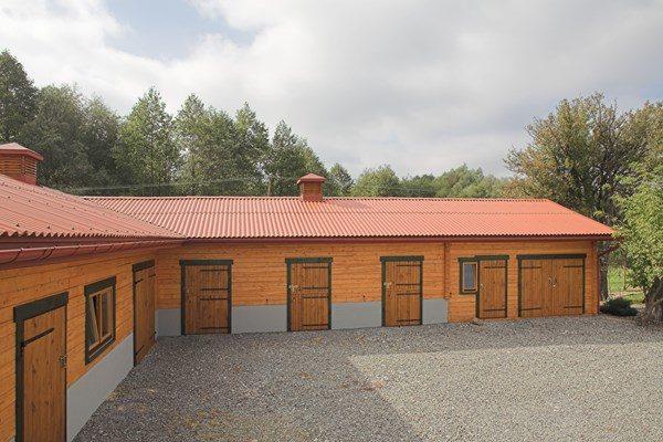 Materiał włókno-cementowe z którego są wykonane płyty faliste EuroFala posiadają wysoką wytrzymałość i trwałość.
